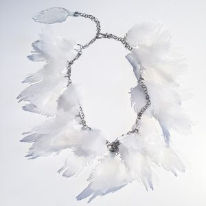 collier plumes blanches