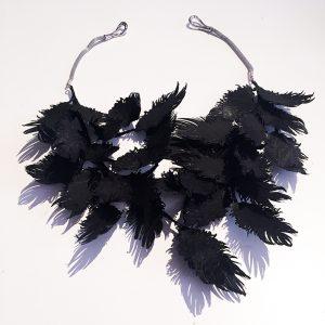 Collier black